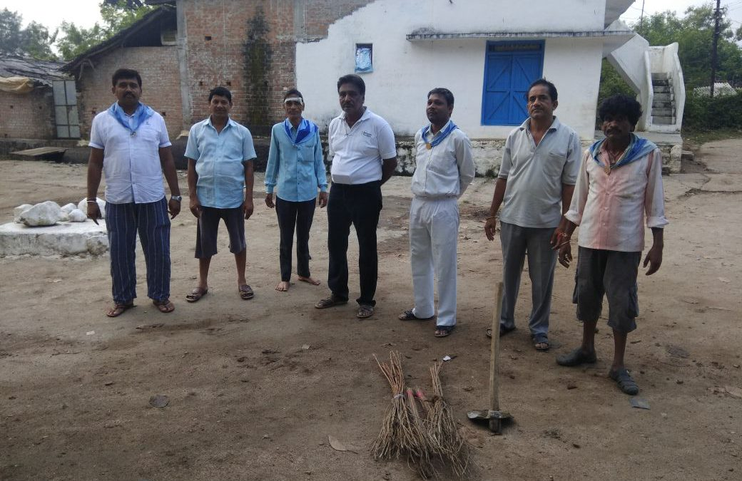 *KEWLARI samithi of *SEONI district (Madhya Pradesh) does Seva
